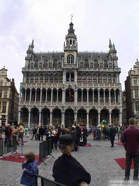 La maison du roi style n o gothique for Architecture neo gothique