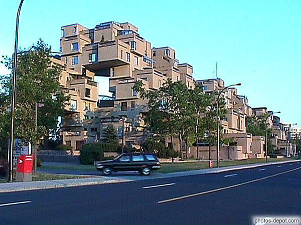 R sidence futuriste habitat modulaire aux passerelles et for Habitat modulaire