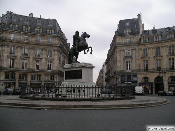 Statue questre de louis xiv place des victoires - Place des victoires metro ...
