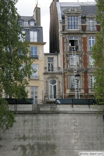 La plus petite maison de paris se trouve rive gauche entre le pont du carousel et le pont des arts - Cultiver des champignons de paris a la maison ...