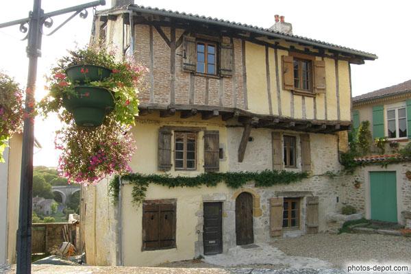 Vieille maison colombage appareil de brique d 39 un cot for Vieille maison en pierre