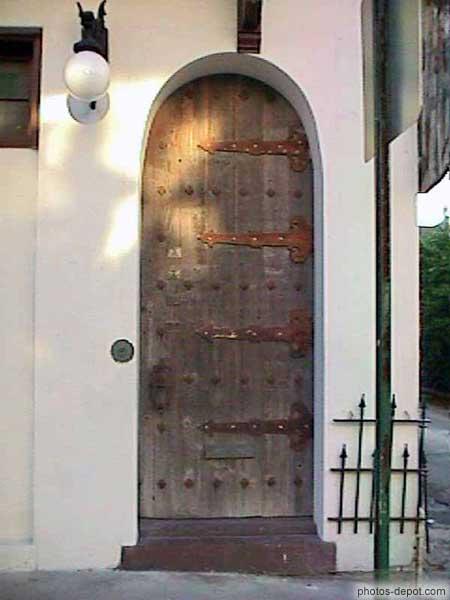 porte de bois et fer forg