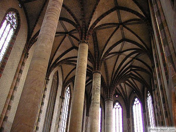 La Sagesse a bâti sa maison, elle a sculpté sept colonnes.